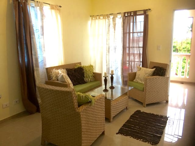 Lovely 2 Bedroom Appartment/Seaview -quiet-central