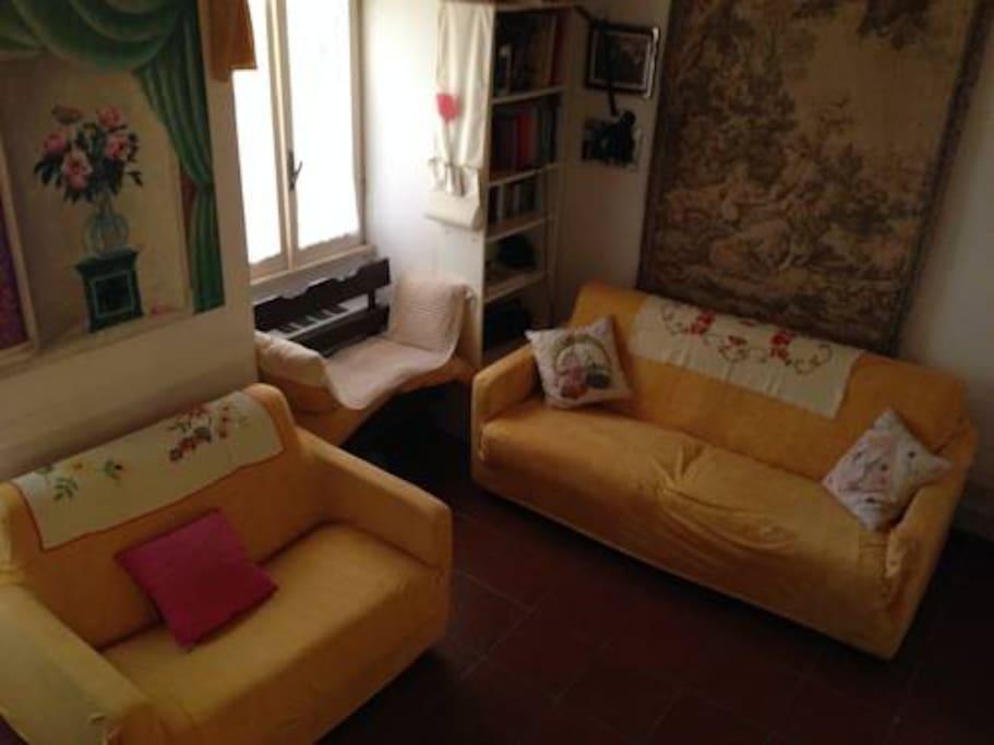 Salotto con vista dalla camera da letto può ospitare fino a tre persone con i suoi divani letto