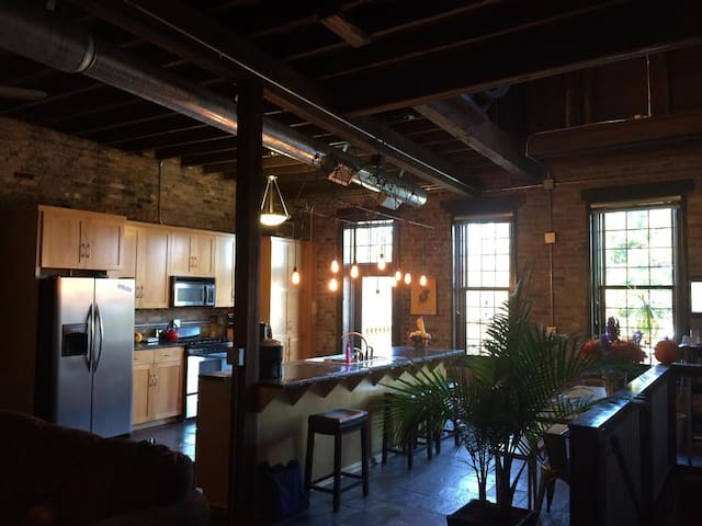 Downtown Loft with Party Deck