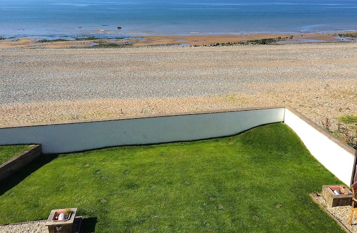 Superb Great Orme Beachside Apartment