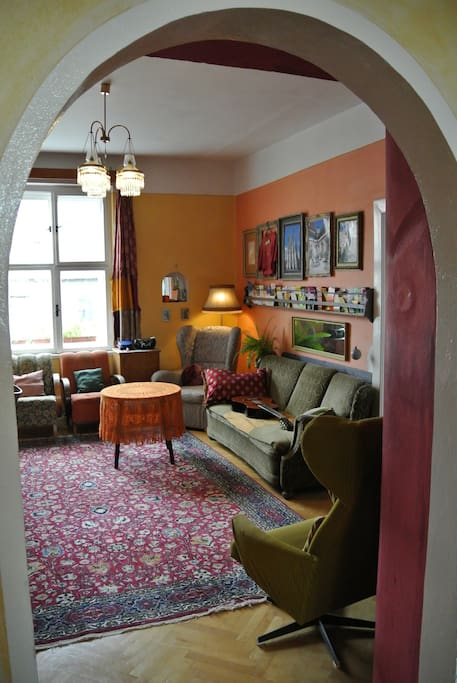 Guests unwind and socialize in our cosy common room which also features loads of info about the town and surrounds.