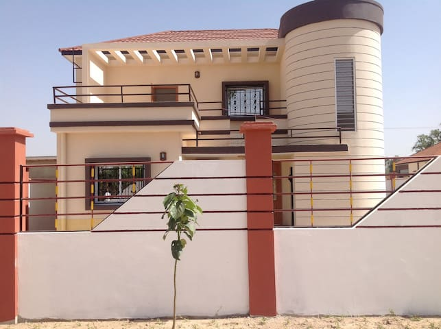 Haus mit Pool in Gambia.  3 Bedrooms, ensuite - Salagi Layout - Casa