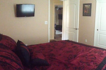 Cozy & Quiet Room-4 Miles To Bethel - Redding - Hus