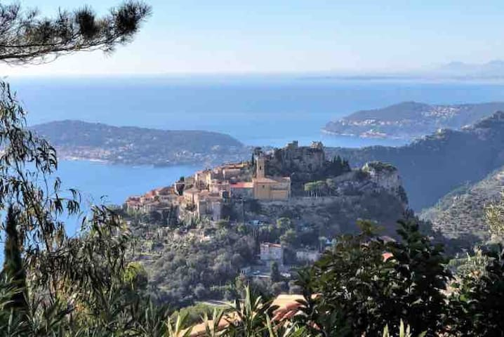Villa with see view and on the Old Eze village