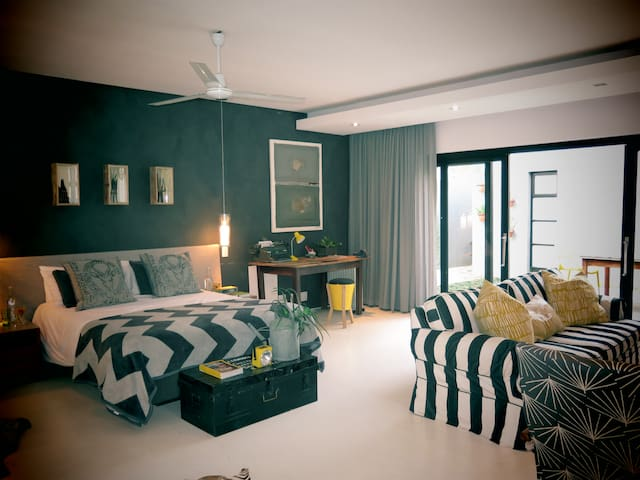 The Luxury Toolshed. A private garden apartment. - Cape Town