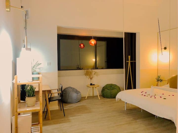 「此间·明月」近免税店亚特兰蒂斯&4晚接机,中式院落与现代装修的结合/适合情侣入住的舒心吊床