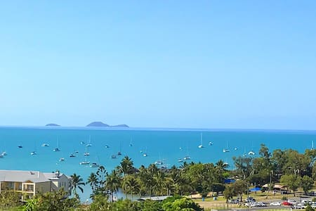 Affordable, Modern  & Amazing Views - Airlie Beach