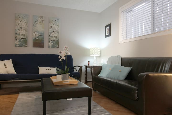 Bright Basement Suite - Calgary