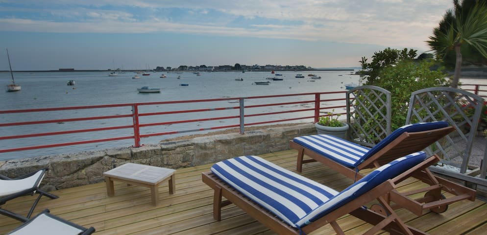 High Standard villa - Sea view - Port-Louis - Casa