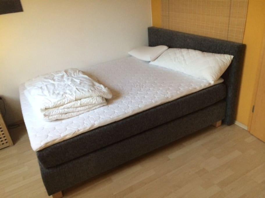 Großes Boxspring Bett