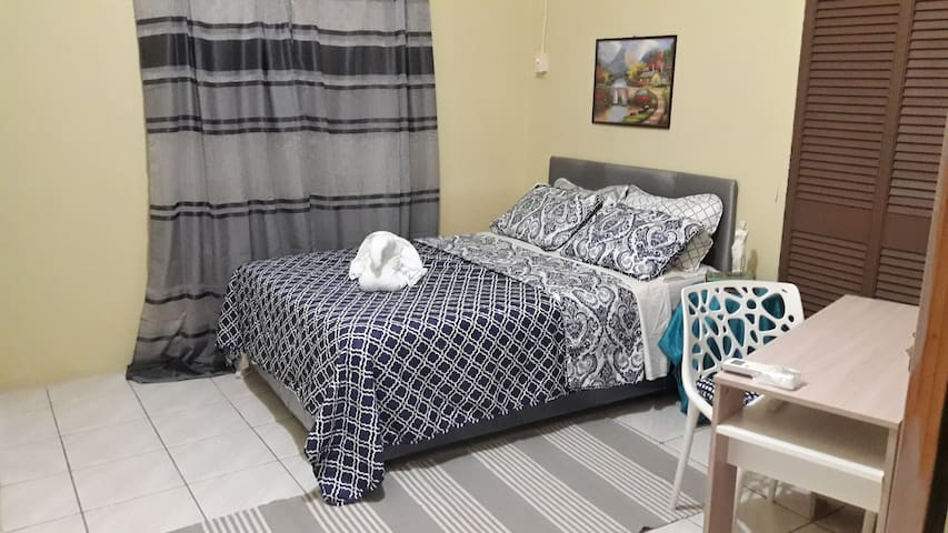 Budget Trini Homestay - Room A