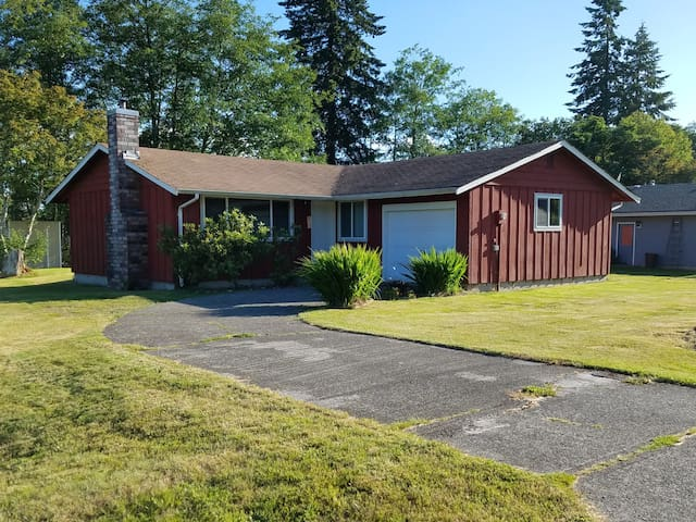 Comfortable, centrally located home in Forks