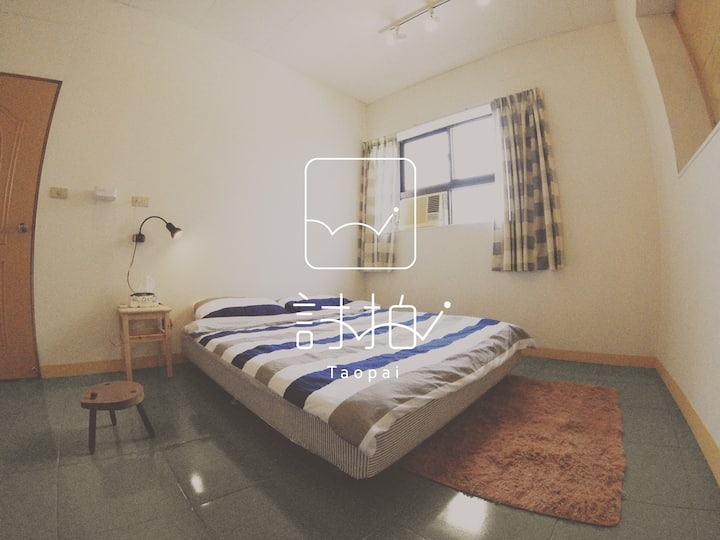 2BR artist house next to Taichung railway station