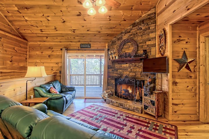 Dog-friendly Coosawattee River Resort cabin w/ shared pool & tennis