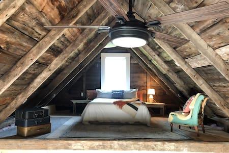 The Douglas Barn - rustic charm, modern comfort