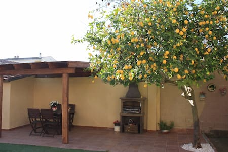 Cozy house with garden - Banyoles - บ้าน