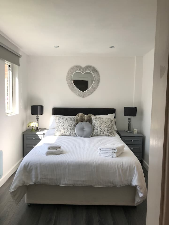 Self-Contained Boutique Lodge -1 Bed (+Sofa Bed)