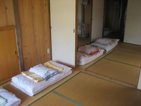 【竹富島の古民家】アットホームな雰囲気とまったりした島時間/和室 1人部屋 共用バスルームWi-Fi