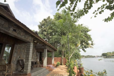 Aquabliss–'PAMBA View'-Royal river-front suite-101 - Champakulam - 獨棟