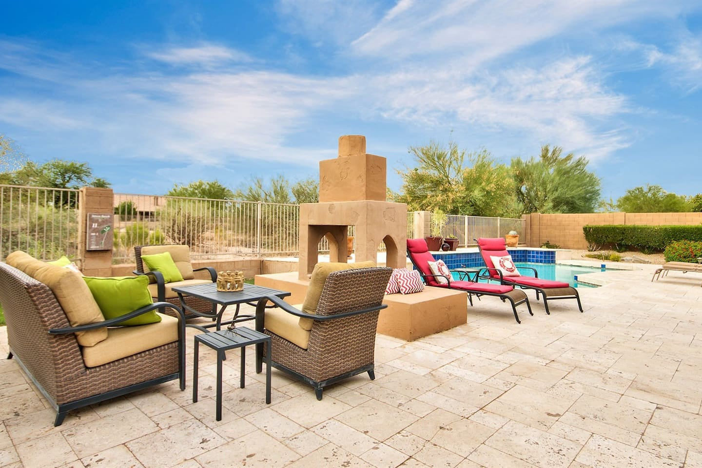 Backyard seating area, Fire pit, Lounging area