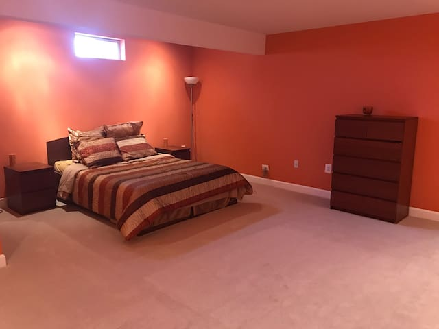 Private room and bath,close to I-66 - Bristow - Casa