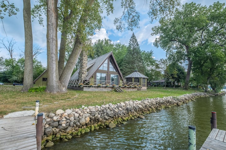Riverfront Home in Port Barrington. Boats Welcome!
