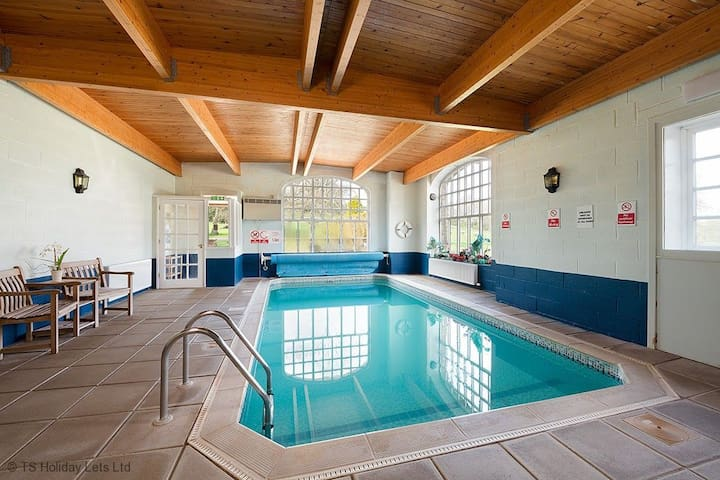Eland Holiday Apartment with leisure facilities, and play park. Sleeps 6