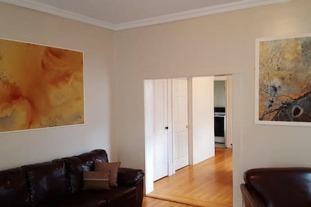 Furnished Apt 1 Block From Downtown - Lakás