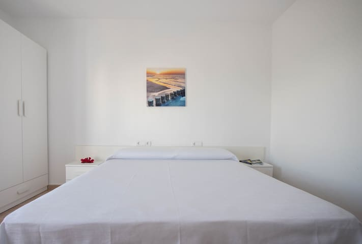 ★ Hostal Mayans - King Size Bed/ Sea View