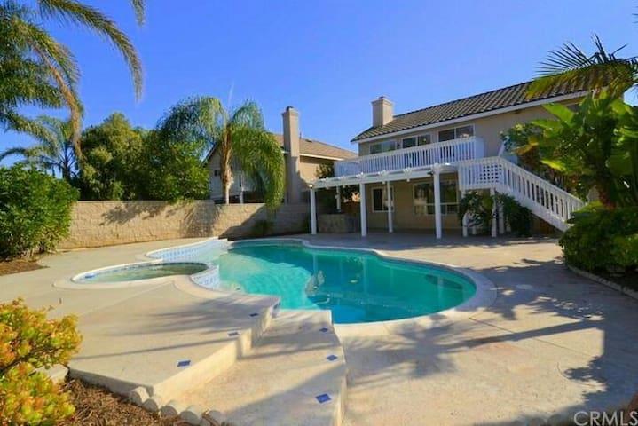 Beautiful resort home with pool - Corona - House