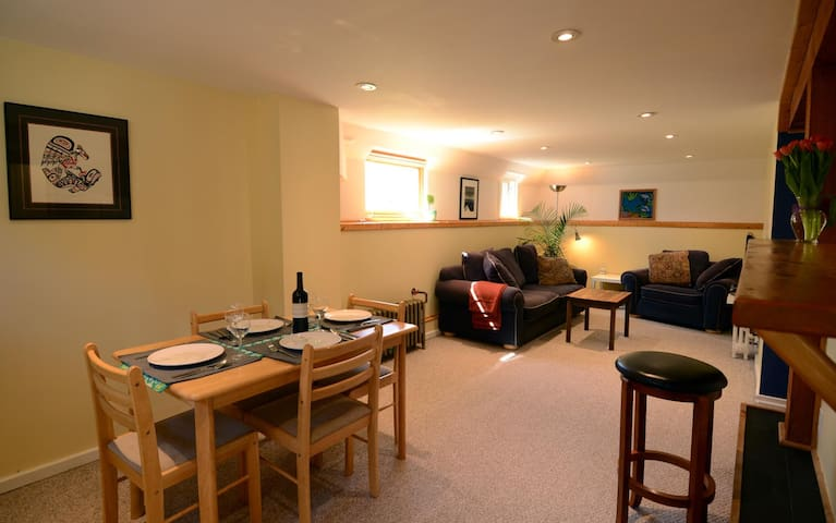 The Best Victoria Location! With Private Patio! - Victoria - House