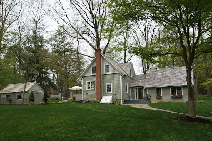 3 Br Historic Farmhouse/garden on private lane - Haverford - House