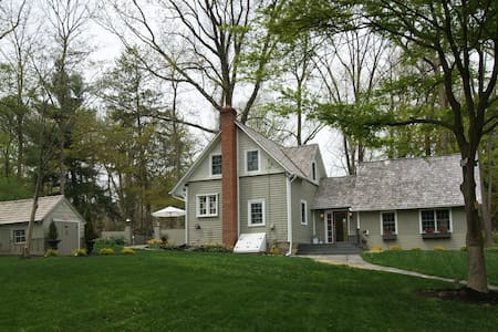 3 Br Historic Farmhouse/garden on private lane - Haverford - 独立屋