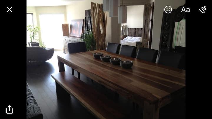 Wonderful private room in Luxury Condominium.
