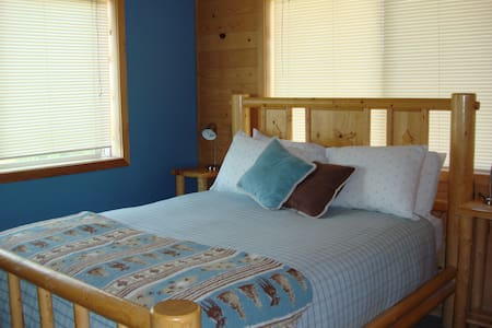 4 Indigo Room at Pine Ridge Cabin (Near Moab, UT)