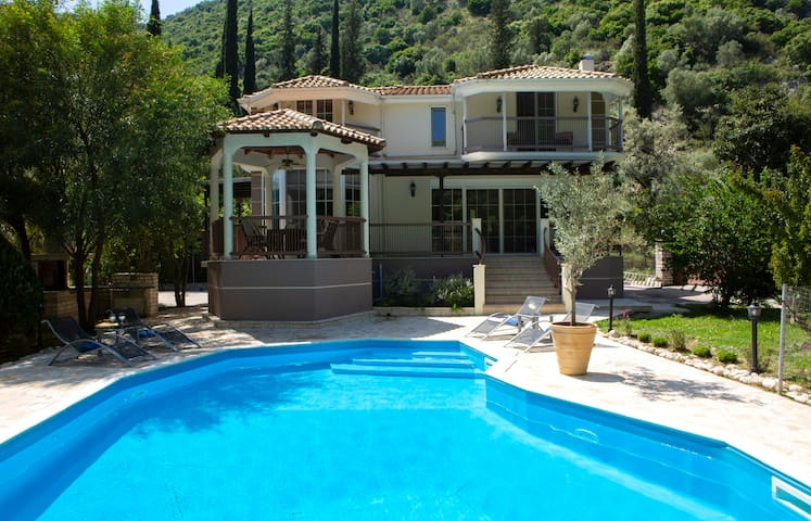 Secluded Family Villa Luxury private Hideaway with private pool