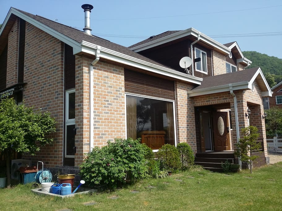 Luxurious 2story house with big garden garage houses for Big garage for rent