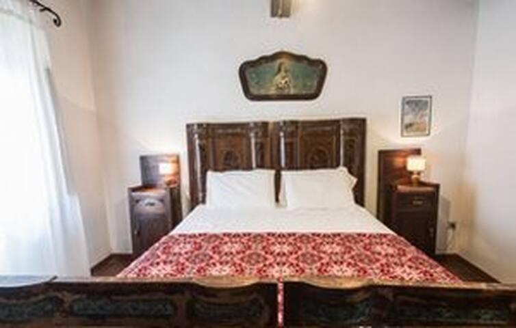room 4: Girasole