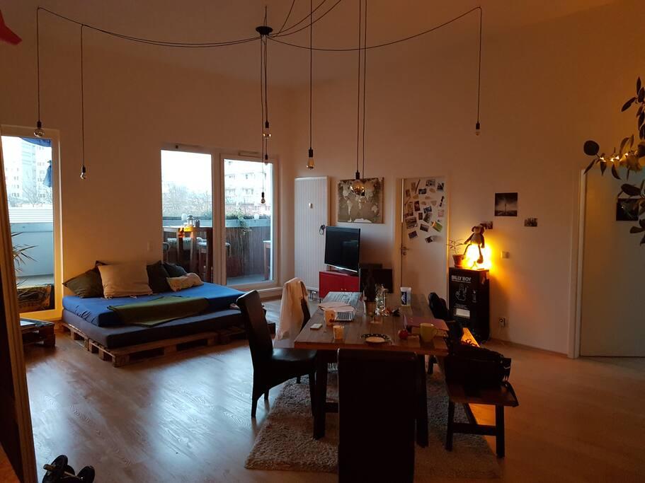 Wohnzimmer mit Blick auf Zimmer 2 und 3