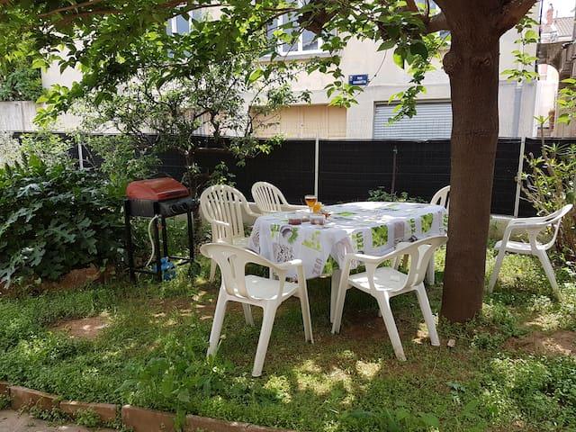 F3 75m2 centre ville de La Londe, rez jardin