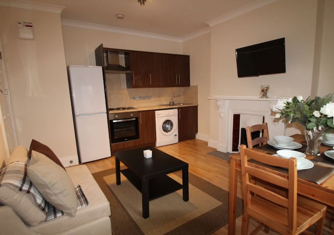 Amazing 1 Bedroom flat at Earls Court Station