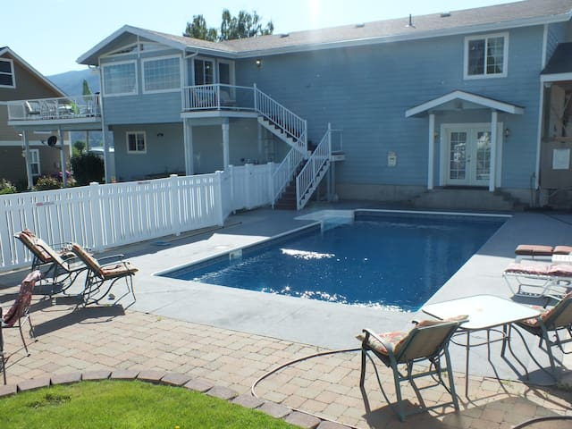 The Blue Water Pool House-Lake Chelan - Manson - Huis