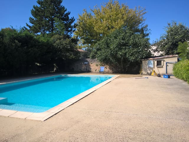Apartment La Fontaine, shared swimming pool