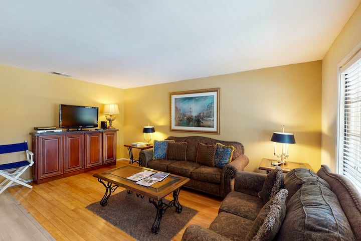 Updated condo w/ sunny patio, gas grill & shared pool/tennis - dogs welcome!