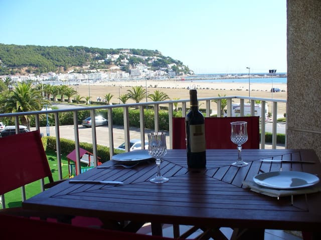 Beach apartment with sea view incl. pool & parking