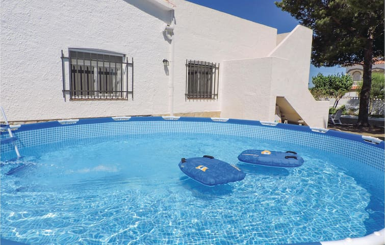 Holiday cottage with 4 bedrooms on 110m² in Miami Playa