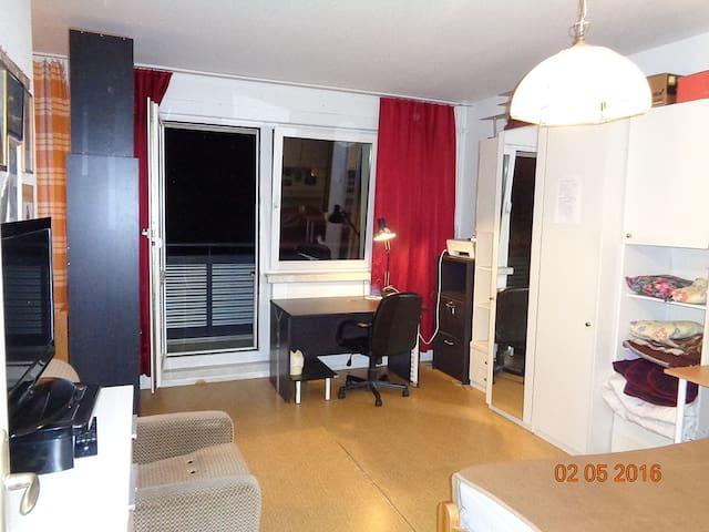 Bright room in Hellersdorf - Berlín - Byt