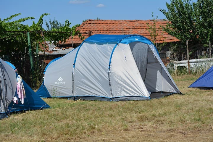 Campsite in village in Bulgarian Rhodope Mountains - Tankovo - Tent