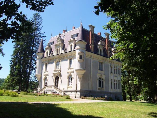 Château néo-renaissance dédié au bien-être. - Saint-Bard - Castelo