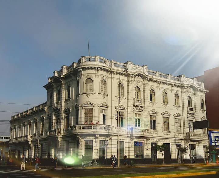 1900 Backpacker's Hostel @ Lima's Historic Center